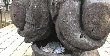 La Síndica de BCN denuncia el mal estat de tres escultures de Jaume Plensa