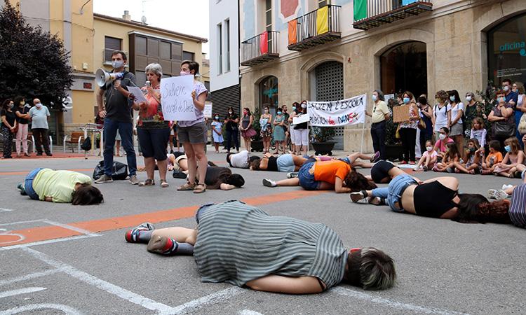 Protestes contra el tancament de l'única escola de dansa pública de l'Anoia